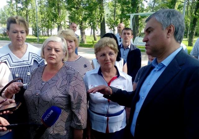 Вячеслав Володин и Валерий Радаев посетили городской парк Вольска