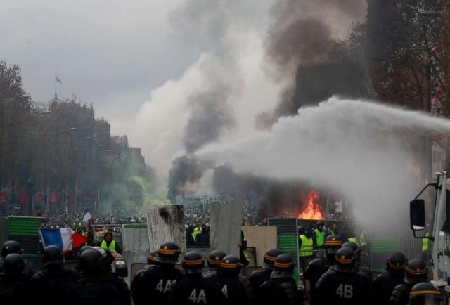 Протест во Франции. Желтые жилеты