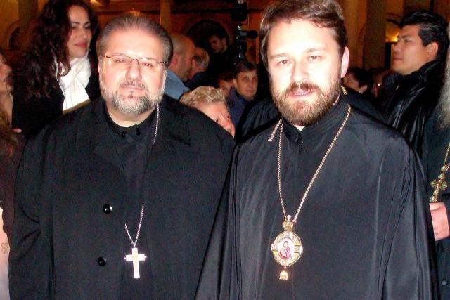 Иларион (Алфеев) (справа)