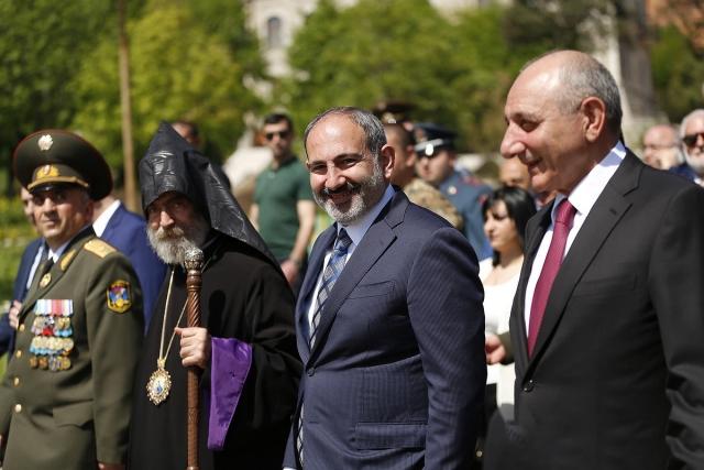 Никол Пашинян в Арцахе. 9 мая 2019 года