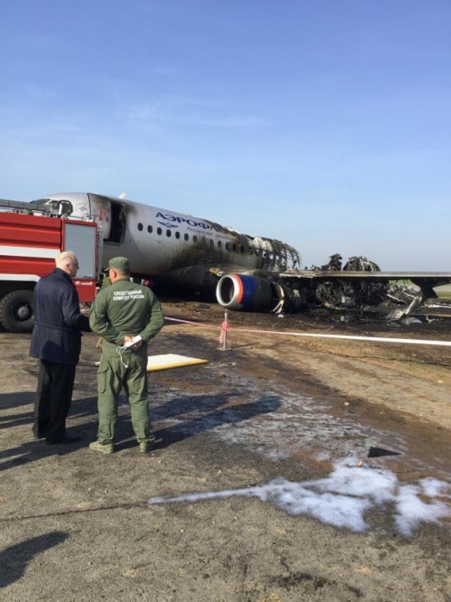 Появилось новое видео аварийной посадки SSJ-100 в Шереметьево