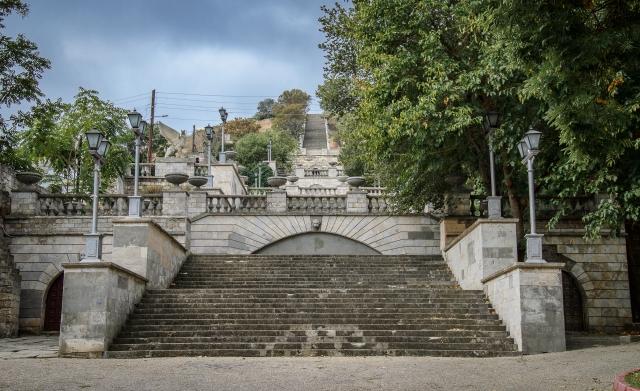Реконструкция Митридатской лестницы затянулась из-за уголовного дела
