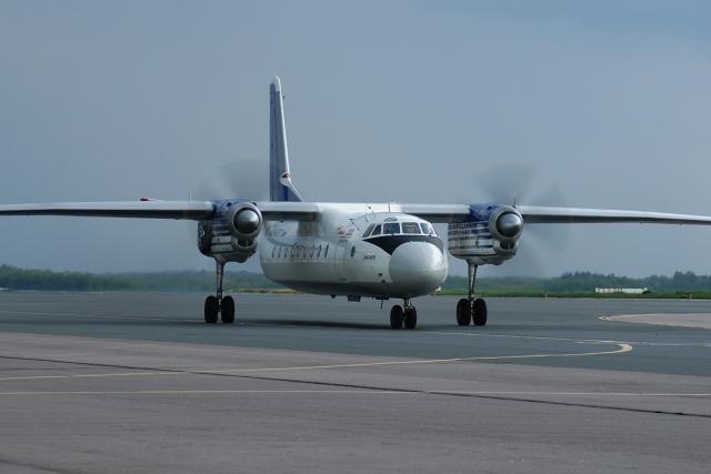 В Якутии у самолёта при посадке подломилась стойка шасси