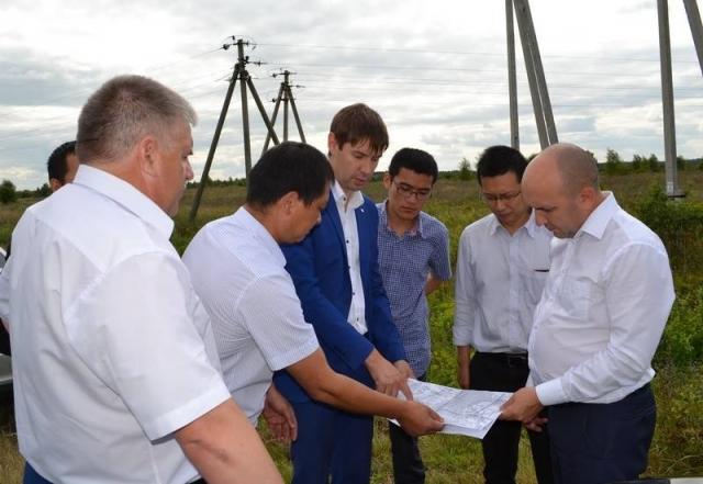2018 год, Порецкий район. Сергей Артамонов обсуждает планы с китайскими партнёрами