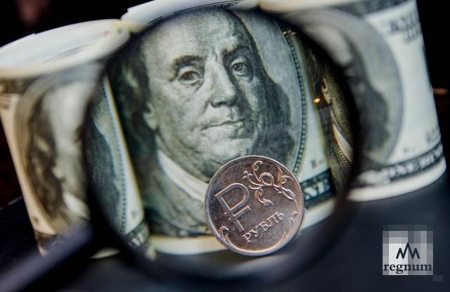Рубль «толкает» доллар к отметке 64