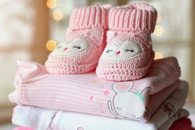 Родителям новорождённых в Подмосковье детей выдадут подарочные наборы