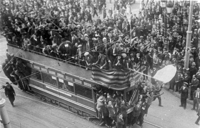 Торжества по случаю Апрельской революции. Барселона, 14 апреля 1931 года