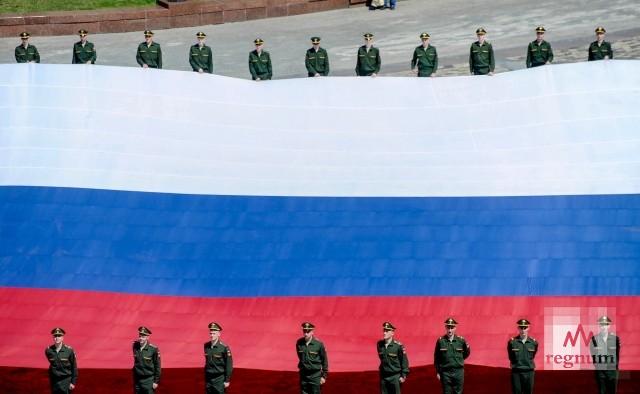 Государственный флаг РФ празднует 350-летний юбилей