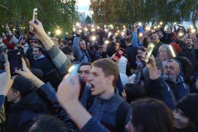 Протест на Октябрьской площади в Екатеринбурге
