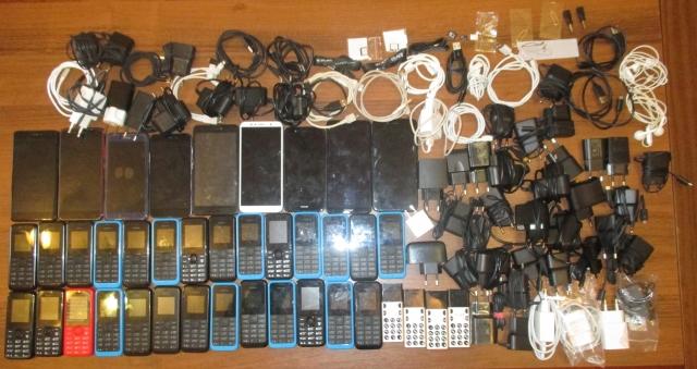 В калужской колонии пресечена доставка осужденным 40 сотовых телефонов