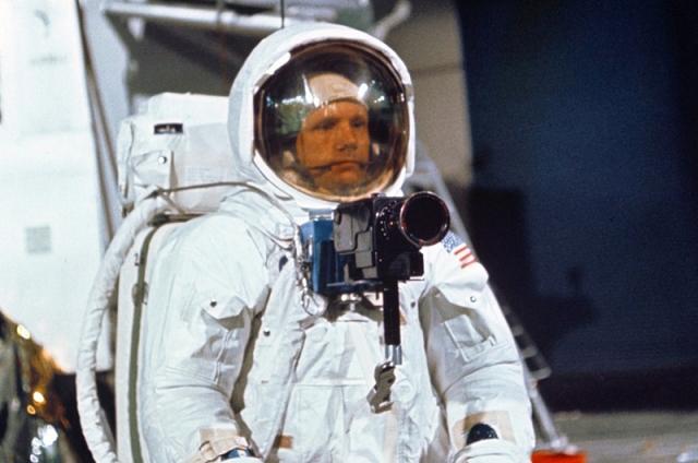 Нил Армстронг. Тренировка с фотокамерой