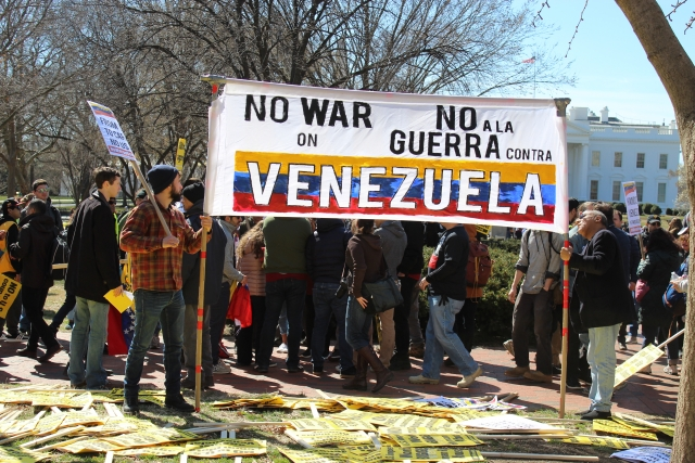 Защищавшие посольство Венесуэлы в США активисты предстанут перед судом