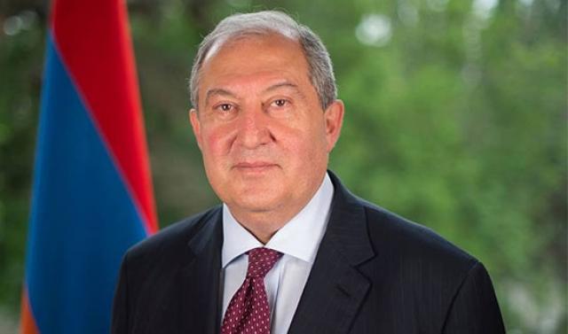 После призыва Пашиняна заблокировать суды в Армении вспомнили о президенте