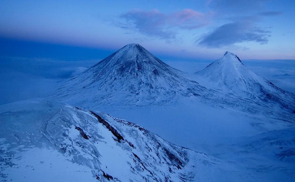 Вулканы Ключевская сопка и Камень