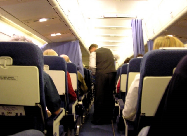 После бутылки виски: авиапассажирка устроила дебош по пути в Киев