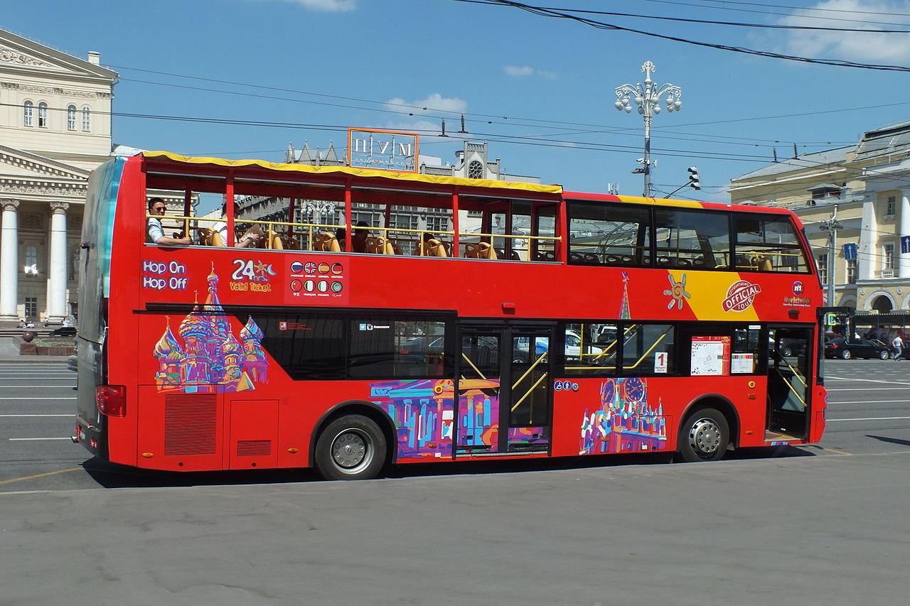 Экскурсионный автобус в Москве