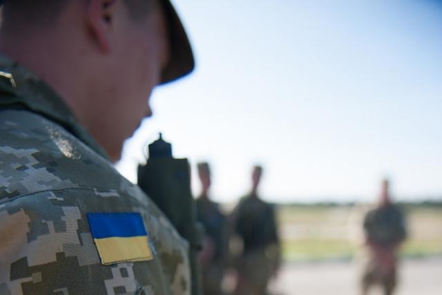 Лавров: Зеленскому следует начать диалог по Донбассу с обмена задержанными