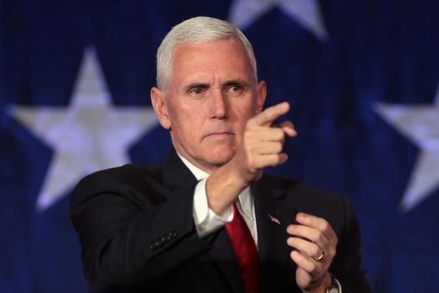Пенс вновь не исключил интервенции в Венесуэлу