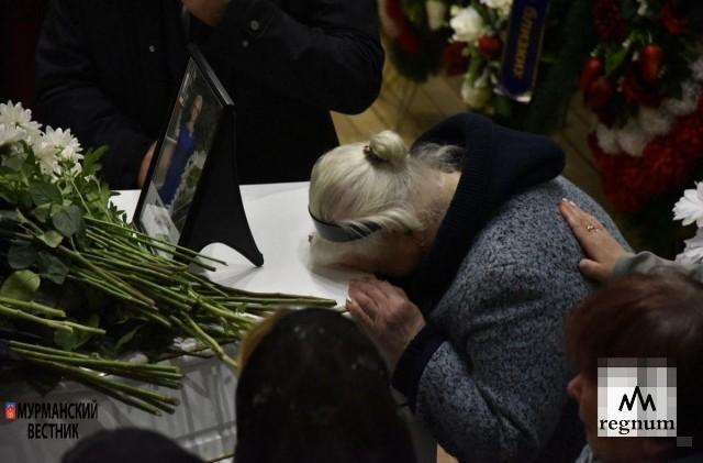 Сотни мурманчан пришли проститься с жертвами шереметьевской трагедии
