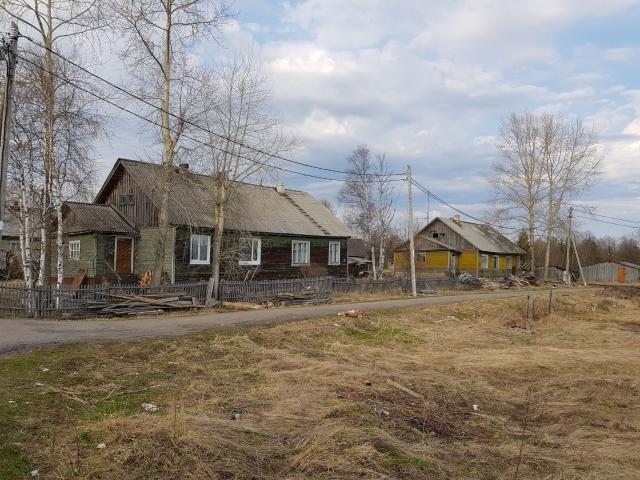 Ряд домов на берегу — все что осталось с 1935 года, когда Боброво посетил писатель Михаил Пришвин