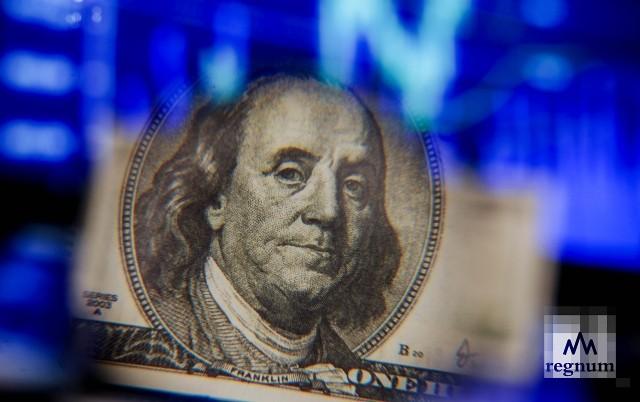 В Таджикистане пропали доллары, Нацбанк рассказал, кто виноват