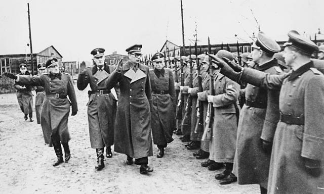 Генерал Власов проводит осмотр частей РОА