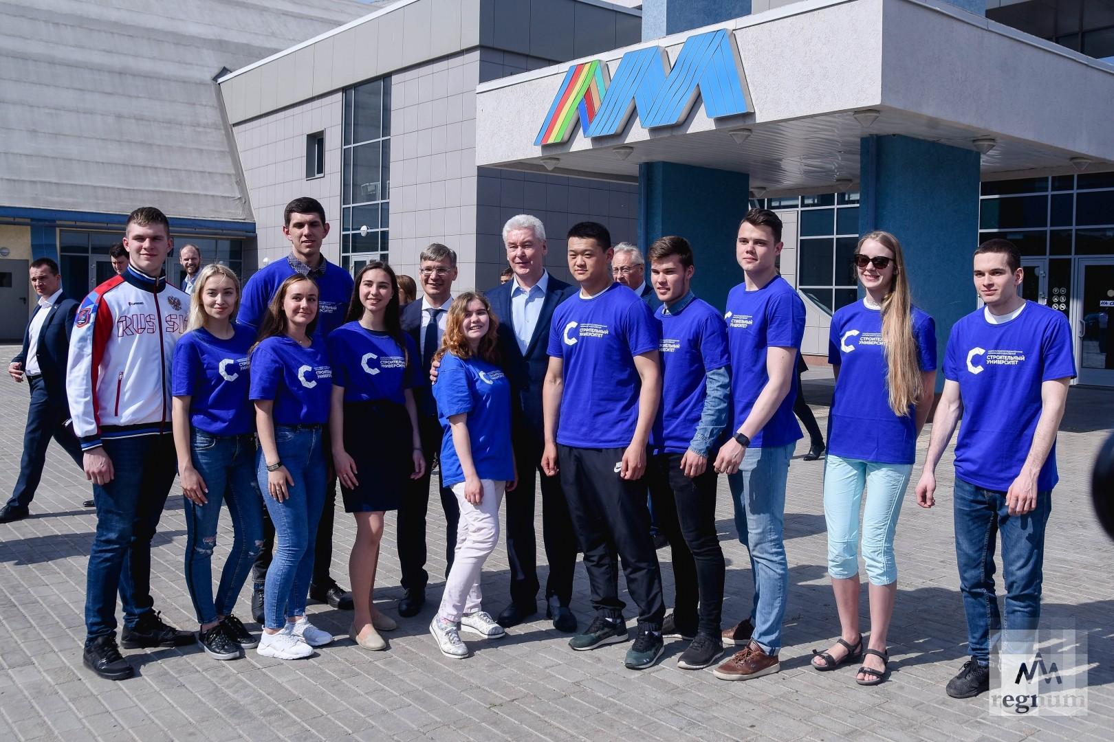 Сергей Собянин со студентами МГСУ