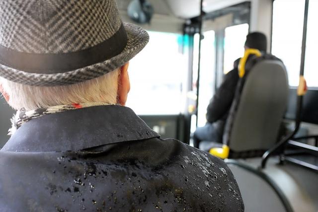 Психолог из Москвы посоветовала не уступать пожилым место в транспорте