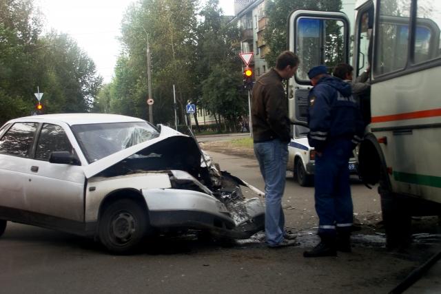 На западе Москвы произошло ДТП с участием четырех автомобилей
