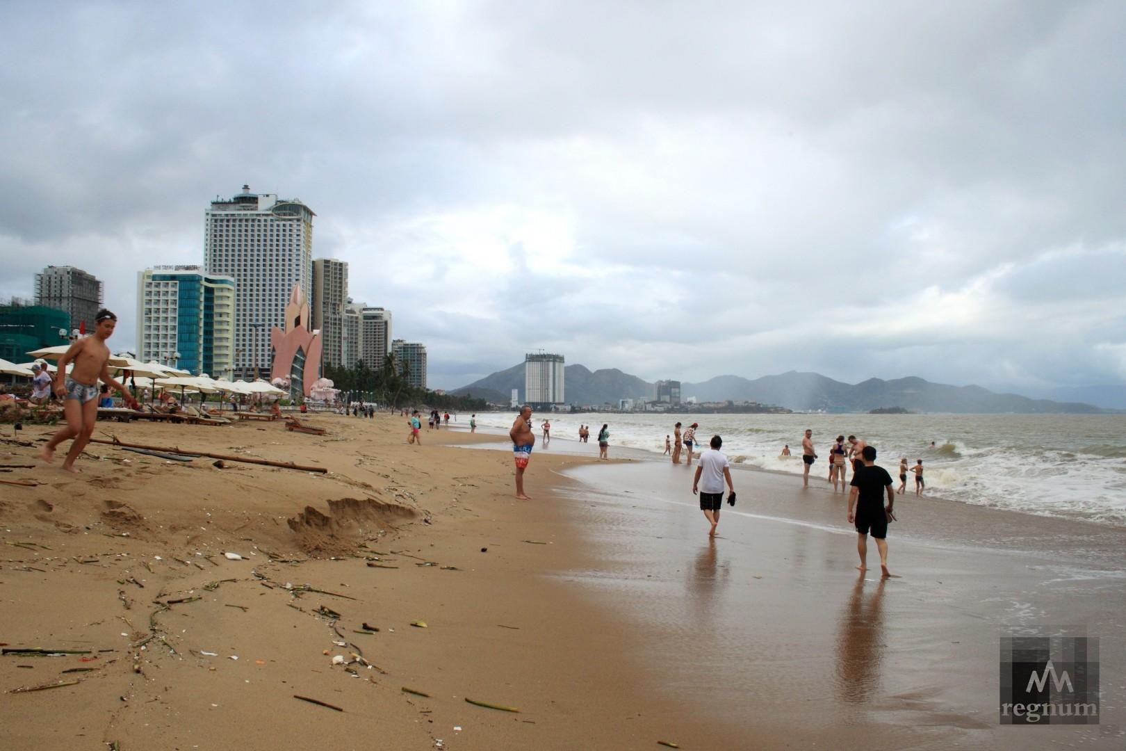 На пляже Нячанга