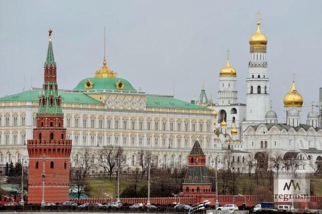 Путин принял в Кремле бывших глав регионов