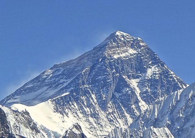 Американский альпинист погиб при спуске с Эвереста