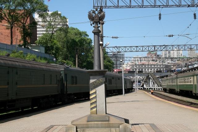 Памятный знак «9288 км Транссиба» во Владивостоке