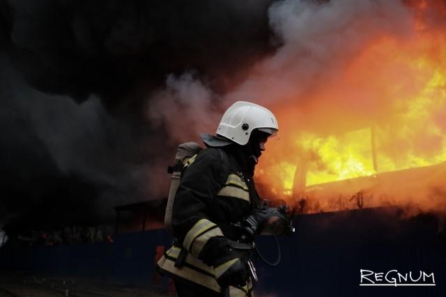 Два человека погибли при пожаре в многоэтажном доме на юге Москвы