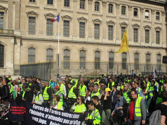 Во Франции в акциях протеста приняли участие 12,5 тыс. «желтых жилетов»