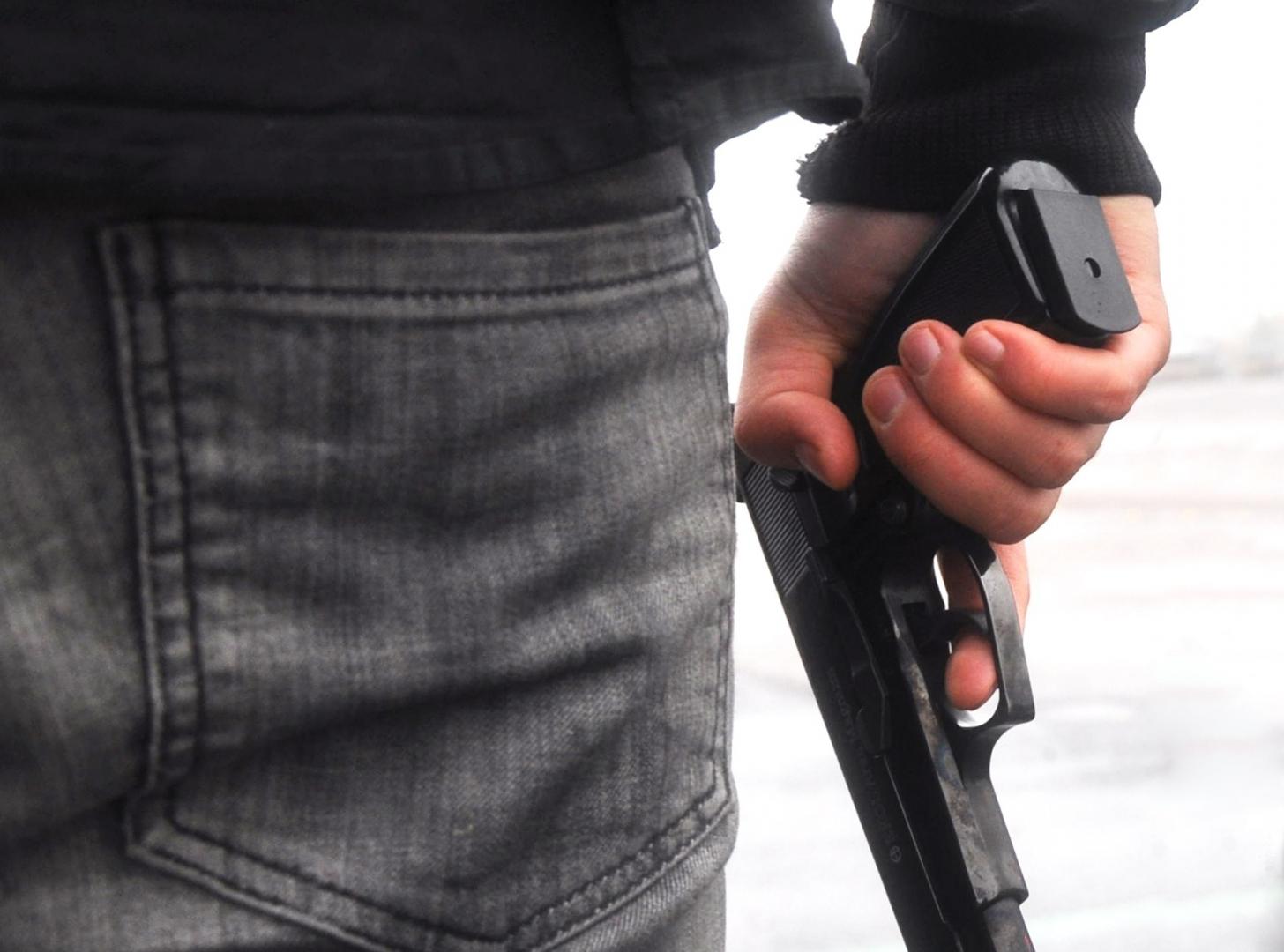 С пистолетом в руке