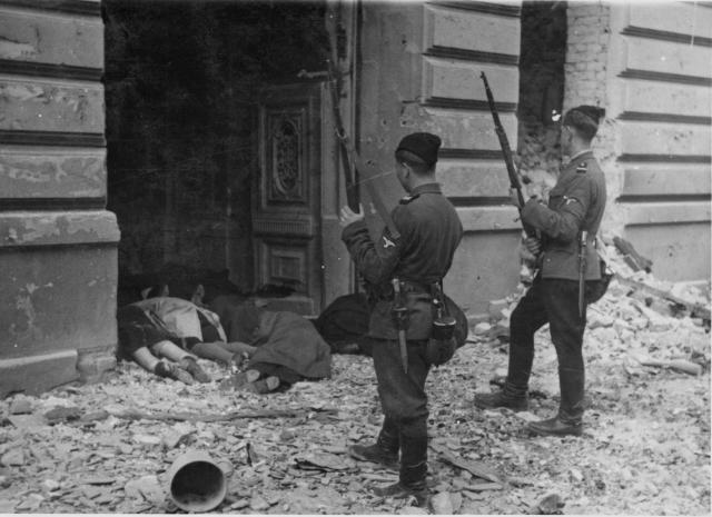 «Травники» цугвахман и обер-вахман в акции уничтожения варшавского еврейского гетто. 1943