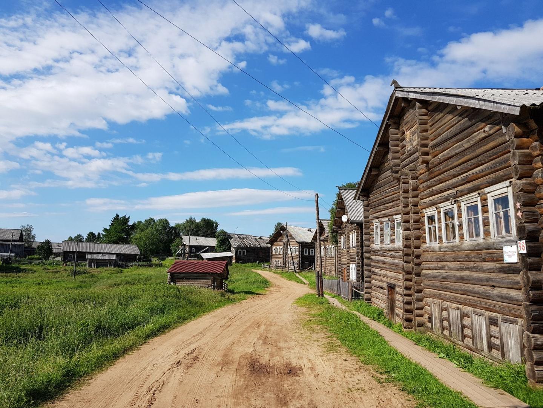 Центральная улица Кимжи — одной из красивейших деревень России