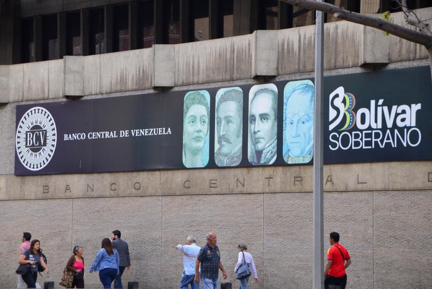 Банк Венесуэлы разрешил обращение ксерокопий денег