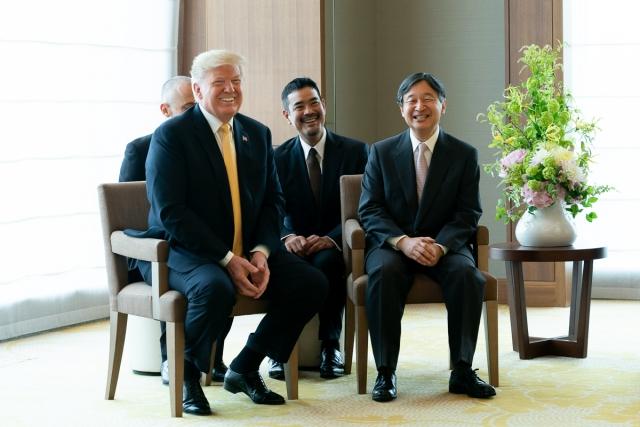 Фото на память. Дональд Трамп и император Японии Нарухито
