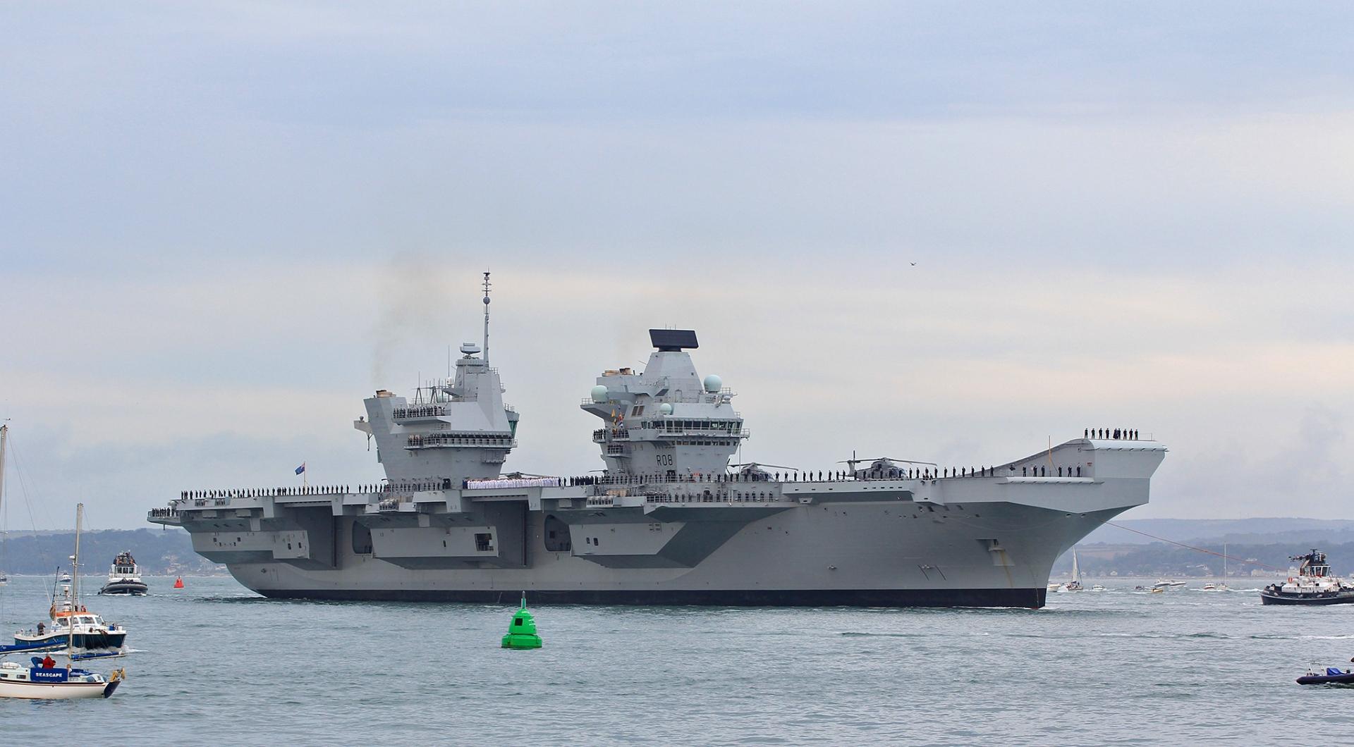 уникального фото новый британский авианосец королева елизавета городе идет
