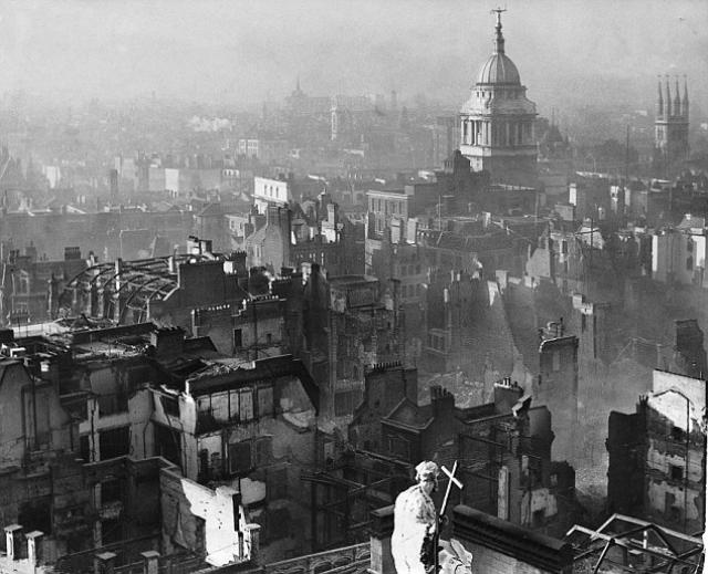 Разрушенный Лондон, после воздушного налёта в декабре 1940 года