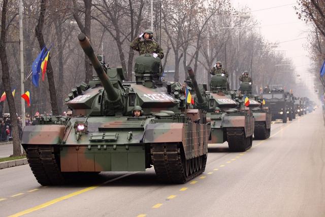 Румынские танки ТР-85М1 «Бизонул» во время военного парада в Национальный день Румынии