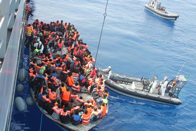 Прибывающие в Италию мигранты могут остаться без лодок