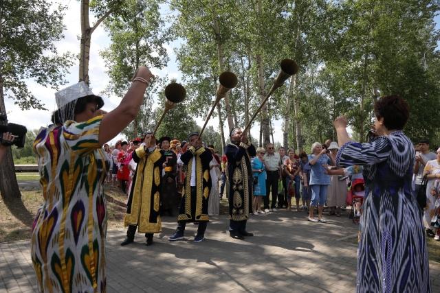 В Красноярске в День России прошёл межнациональный фестиваль