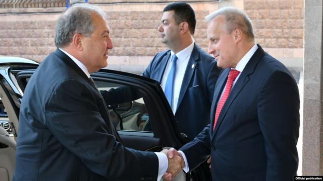 Власти Армении уделили должное внимание Дню России