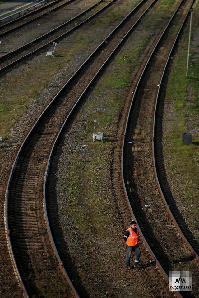Пассажирский поезд насмерть сбил подростка под Петербургом
