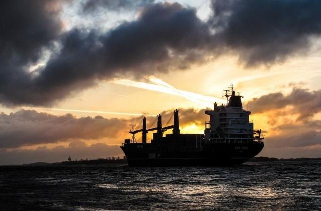 Bloomberg: атака на танкеры в Оманском заливе вызывает множество вопросов