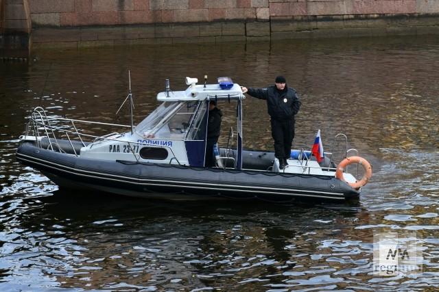 В Москве на Новодевичьей набережной рухнула в реку автомашина