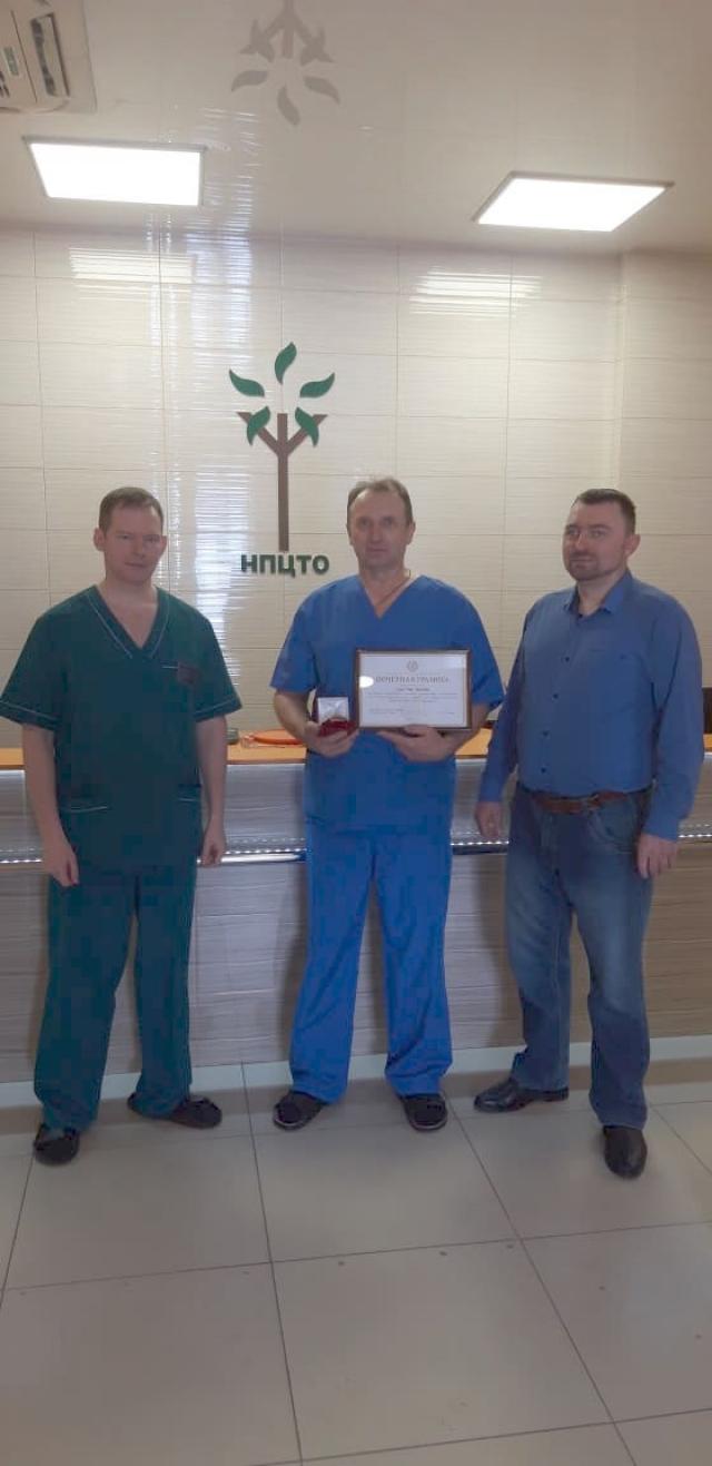 Хирург Павел Шумихин с коллегами